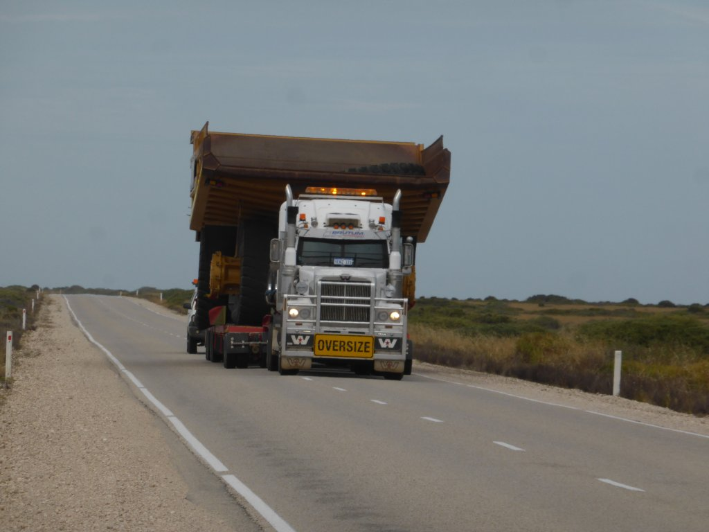 on the nullabor (not the one Nic had to overtake). Seems Kalgoorlie gets its dump trucks transported across from Adelaide!